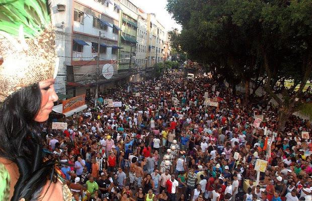 Em 2012, evento reuniu cerca de 500 mil pessoas que lotavam o Campo Grande e Avenida Sete de Setembro