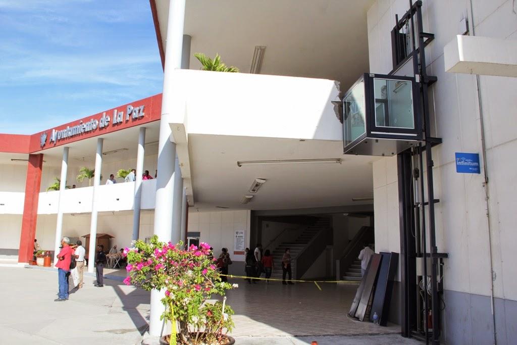 Cartonista Marin Instalan En Palacio Municipal Elevador