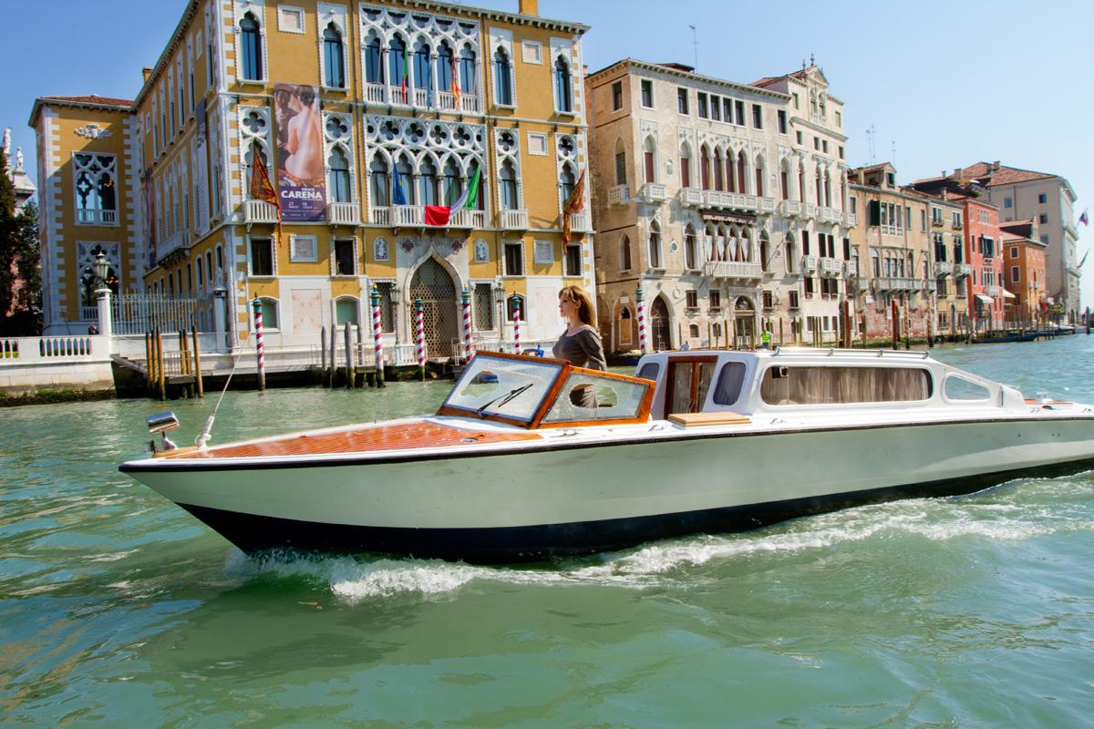 http://3.bp.blogspot.com/-mNkcc8_m0KU/TxsKURb-1fI/AAAAAAAABOg/IP4rqlKLHBo/s1600/TheTourist_Venice.jpg