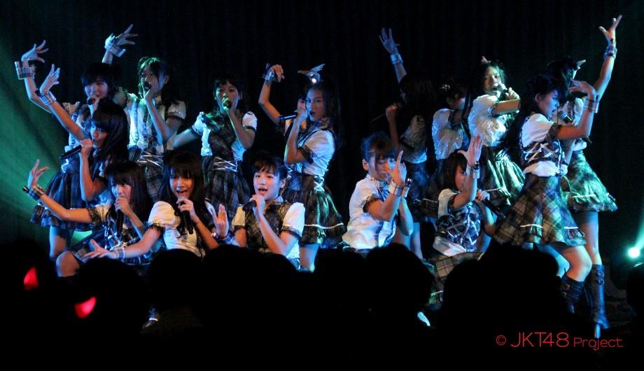 Lirik dan Cord Gitar JKT48 - Oogoe Diamond (Teriakan Berlian)