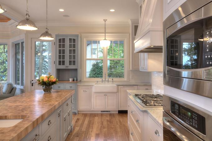 Suaves tonos tostados en un salon y cocina integrados for Cocina y salon integrados