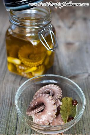 Marynowana ośmiornica w oliwie