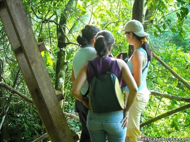 En un mirador cerca al río Shilcayo, Cordillera Escalera - Perú (Maju, Gina y Paquita)