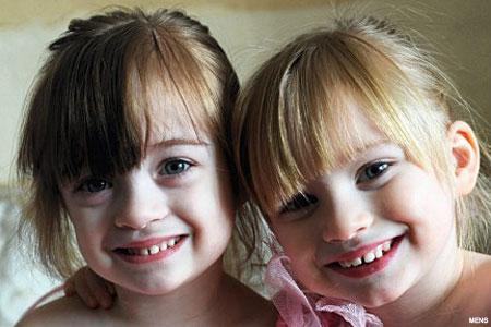 http://3.bp.blogspot.com/-mOsm5hMIA9c/TbtTjZ9zojI/AAAAAAAAAHA/QyoVA1cNdXA/s1600/twin_girls_450x300.jpg