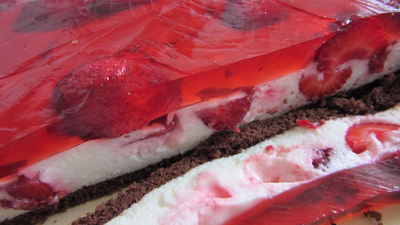 красивый торт с клубникой