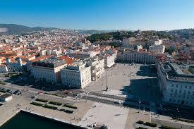 Passaggio di consegne al porto di Trieste