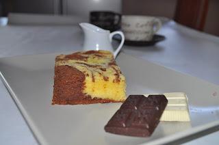 torta marmorizzata ai due cioccolati..senza latte, glutine, lievito e ottima per tutti