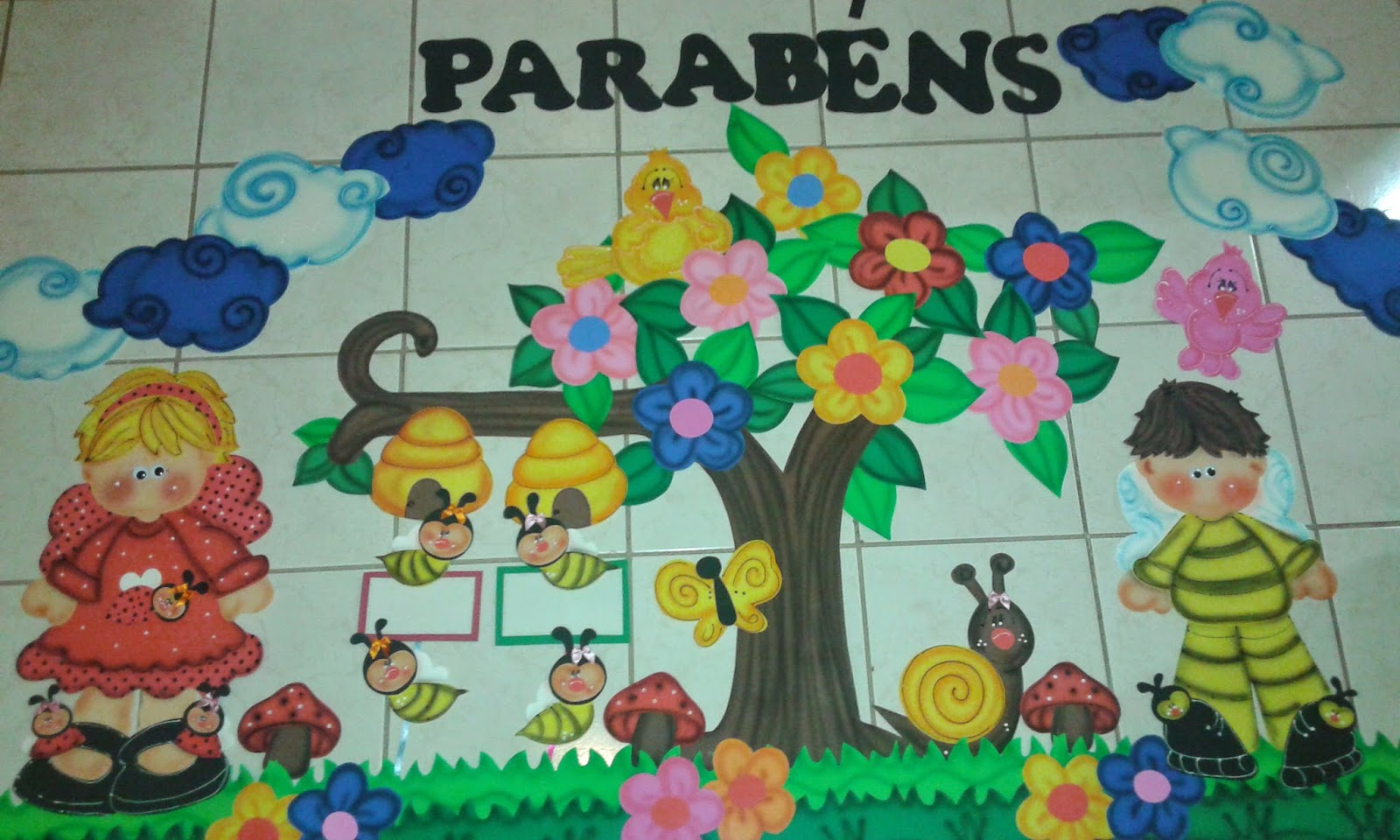 Fazendo arte na escola iii painel aniversariantes for Mural de isopor e eva