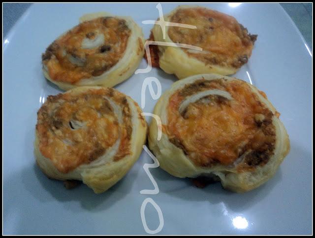 Espirales de hojaldre con atún y cuatro quesos receta casera