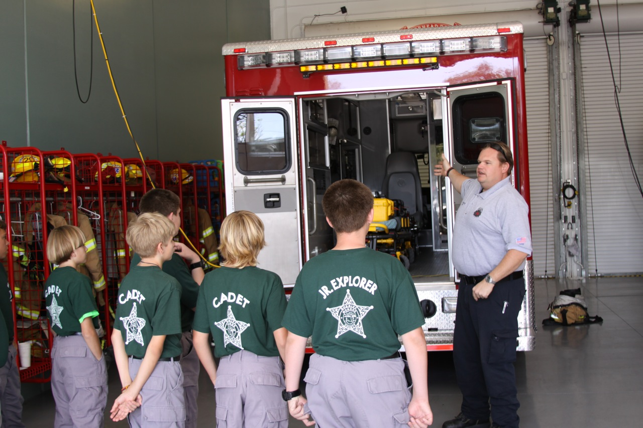 http://3.bp.blogspot.com/-mPn36YChuN8/T5GJQ8zEsUI/AAAAAAAAAu0/6v7Q2ru6XSk/s1600/learning+about+firefighting.jpg