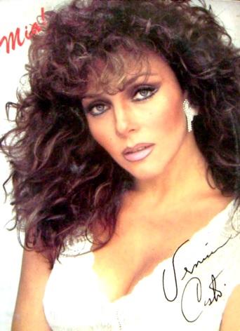 Verónica Castro con cabello crespo