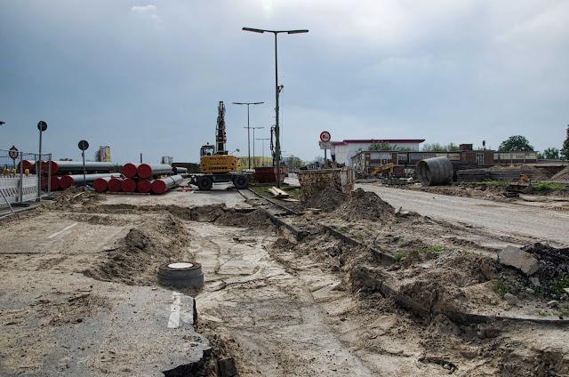 Baustelle Erweiterung des Kanalnetzes, Erneuerung von Abwasserdruckleitungen, Bergiusstraße / Grenzallee, 12057 Berlin, 23.04.2014