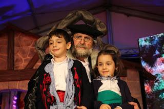 Recepción de Olentzero a los niños
