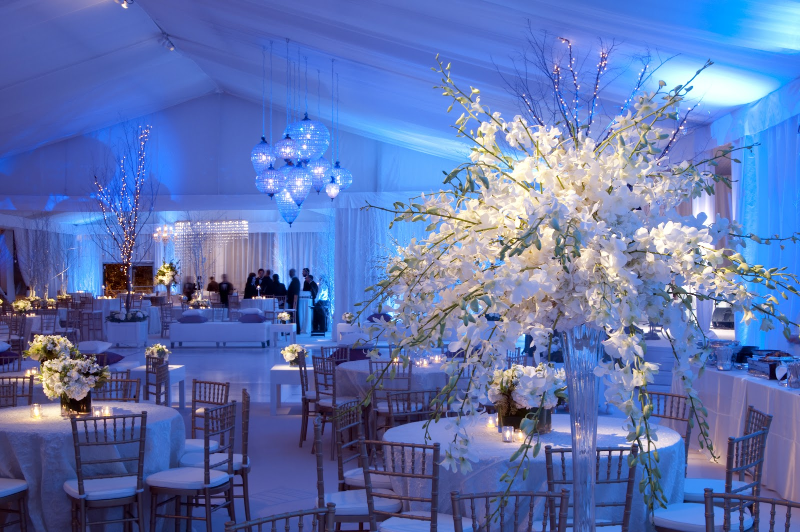 Grace and leisure for Winter themed wedding centerpieces