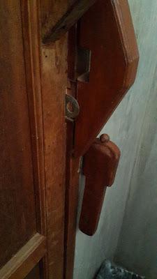 กลอนประตู