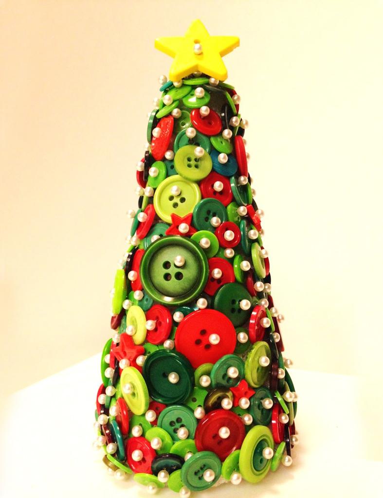 arboles de navidad diy con telas cojines botones perchas - Arbol De Navidad De Tela