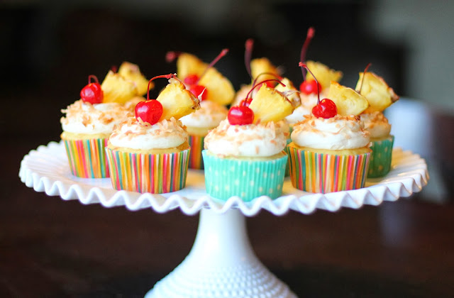 Sprinkle Some Sunshine!: pina colada cupcake frosting party!