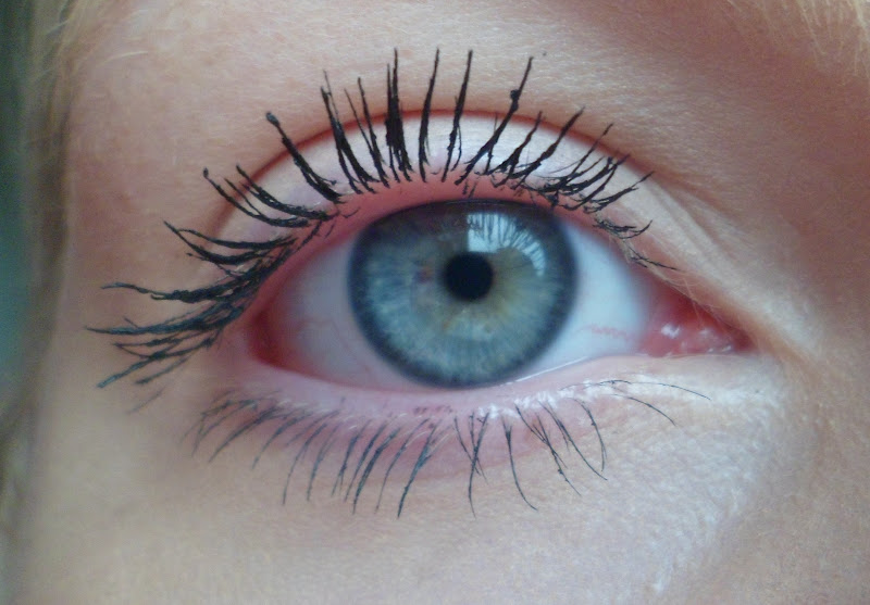 how to stop my mascara smudging