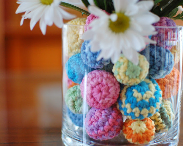 Crochet Your Way to a Beautiful Centerpiece – Free Crochet Ball Pattern Included