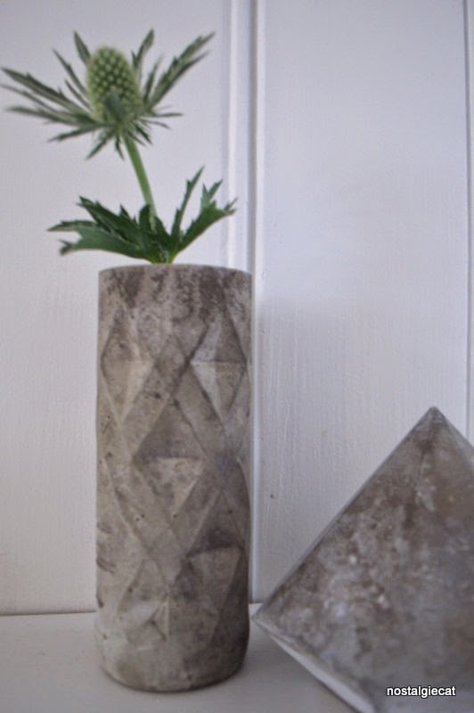 nostalgiecat concrete vase diy from a plastic bottle. Black Bedroom Furniture Sets. Home Design Ideas