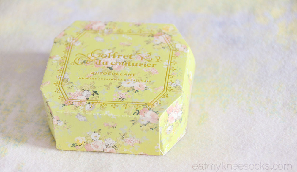 This floral deco tape is perfect for lovers of DIY and scrapbooking.