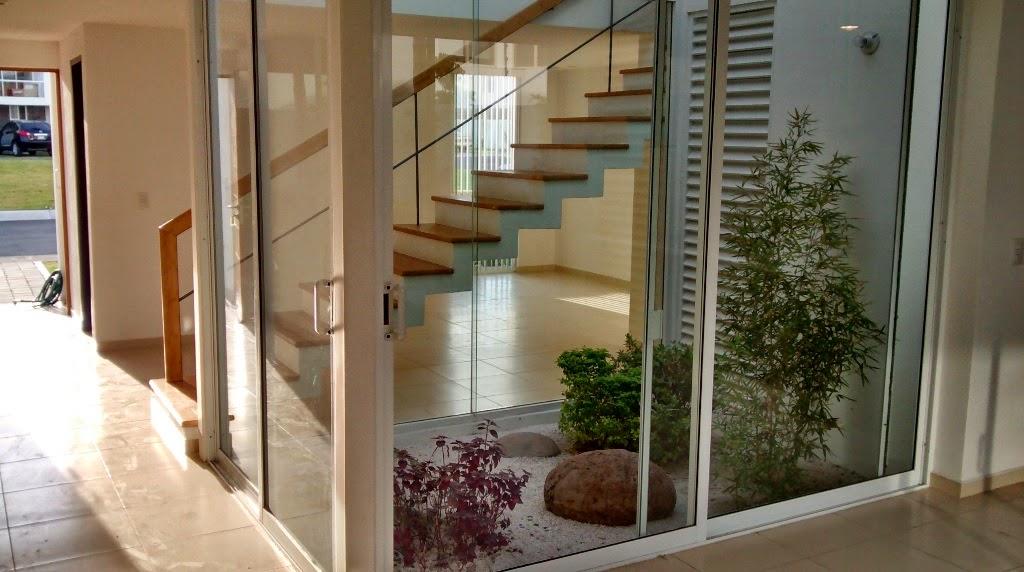 C mo dise ar un jard n en el interior de tu casa casas ideas for Como hacer un jardin interior en casa