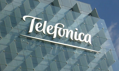 Telefónica sigue tratando de reducir su deuda Se deshará del 40% de los activos en El Salvador, Guatemala, Nicaragua y Panamá Corporación Multi Inversiones pagará 572 millones de dólares por los activos de Telefónica Telefónica venderá el 40% de sus activos de cuatro países de Centroamérica: El Salvador, Guatemala, Nicaragua y Panamá. El precio de los activos está valorado en 500 millones de dólares y el comprador será la Corporación Multi Inversiones, en una estrategia para situar su deuda por debajo de los 47.000 millones de euros en 2013. La venta de activos de Telefónica en Centroamérica es una de