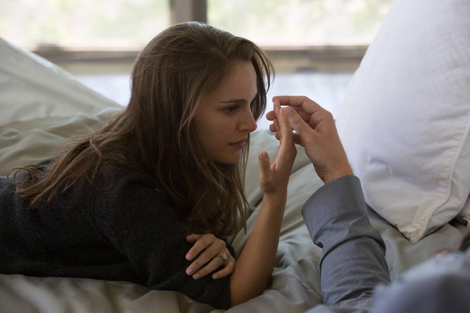 Natalie Portman Hot in Bed Wallpaper HD