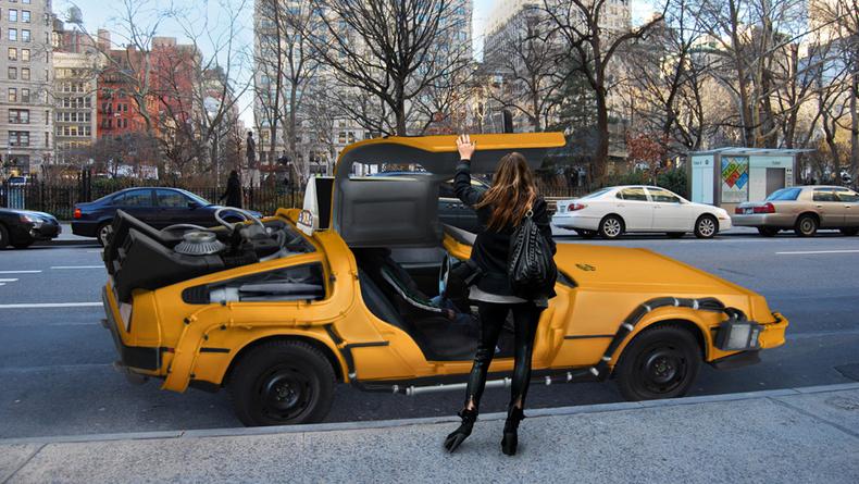El DeLorean de Regreso al futuro convertido en Taxi