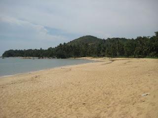 Menikmati Pesona Pantai Pasir Panjang, Singkawang