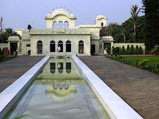 Sheesh Mahal, Pinzore Garden