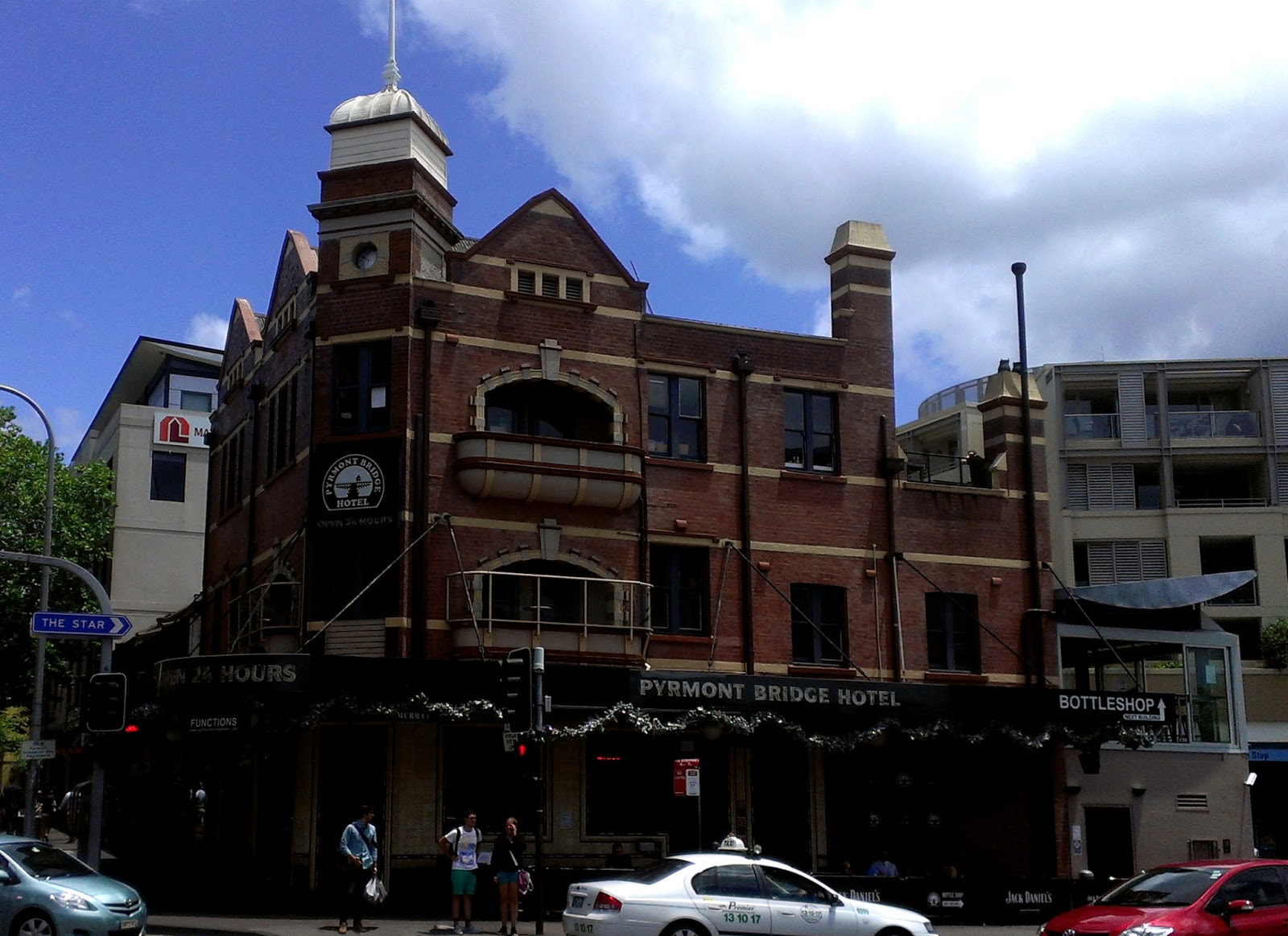 96 Union St Pyrmont Reviewers Present Robot Simone Joe Blogs Time Of Review Boxing Day Lunch Contributions Burger Bot Miller Southy