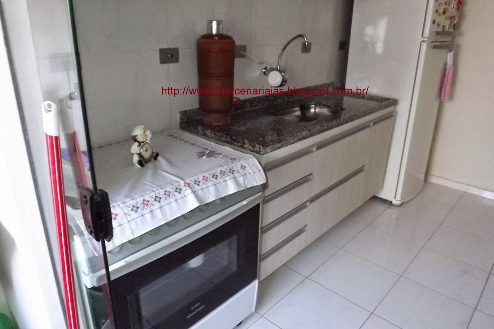 Marcenaria J. A. S.: Cozinha embutida até o teto #6A3F41 1600 1066