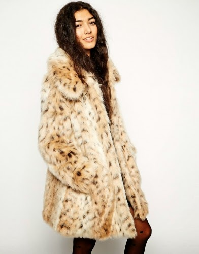 Faux-fur material, Leopard print design, Oversized collar,Full-length sleeves, Pocketed design, Button closure to front Regular fit  true to size