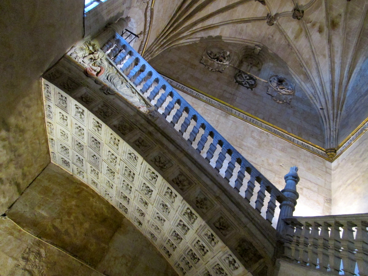 L 39 esprit vagabond les plafonds de salamanca for Escalier dans le vide