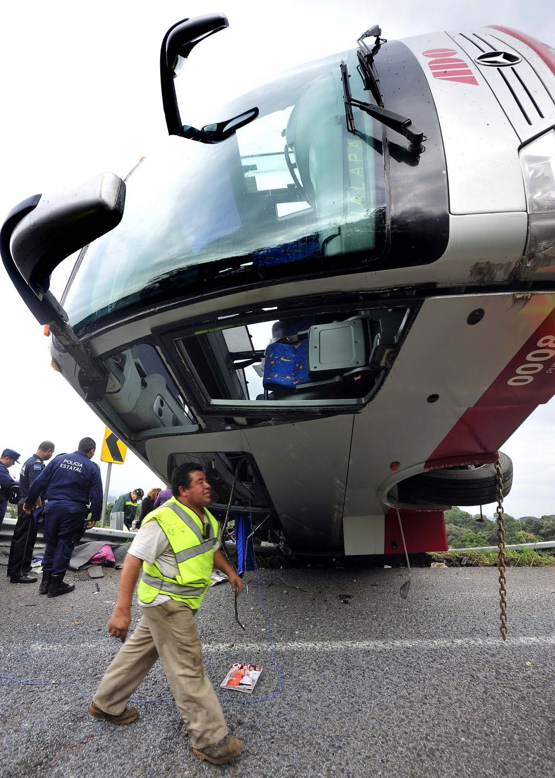 Accidentes De Trailers En Mexico http://suburbiodeimagen.blogspot.com/2011/09/accidente-en-la-carretera-veracruz.html