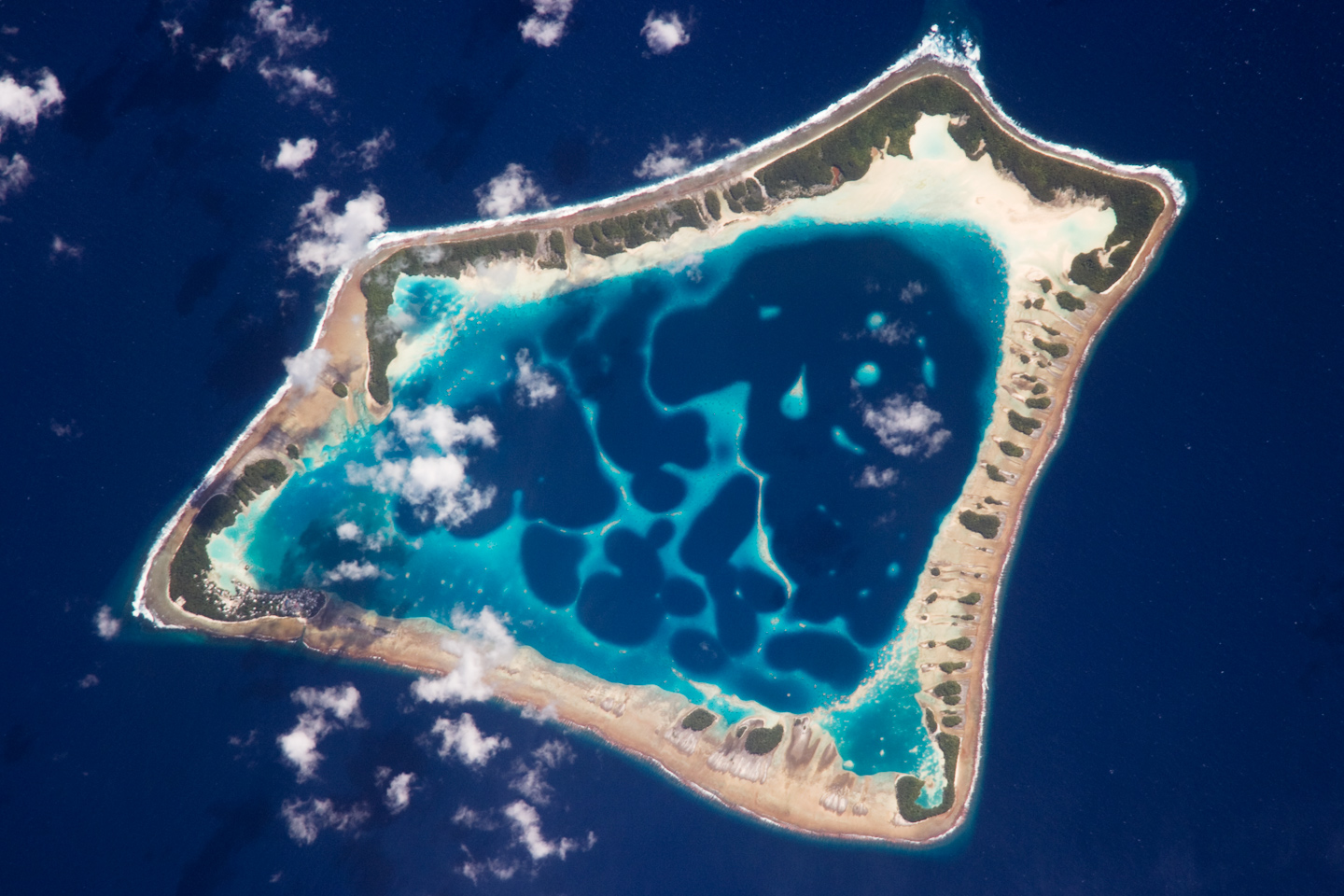 Tokelau New Zealand Travel Guide And Travel Info: small islands around the world