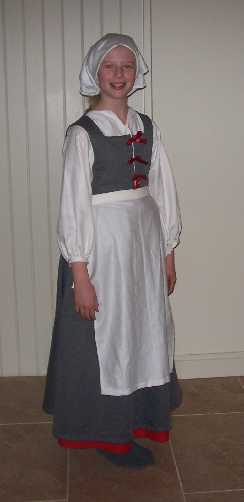 White tudor apron - Now Alice Is Ready For Work In The Tavern Her Apron Is Made Of Linen And Is Not Gathered At The Top As Is A Modern Apron But Is Perfectly Smooth