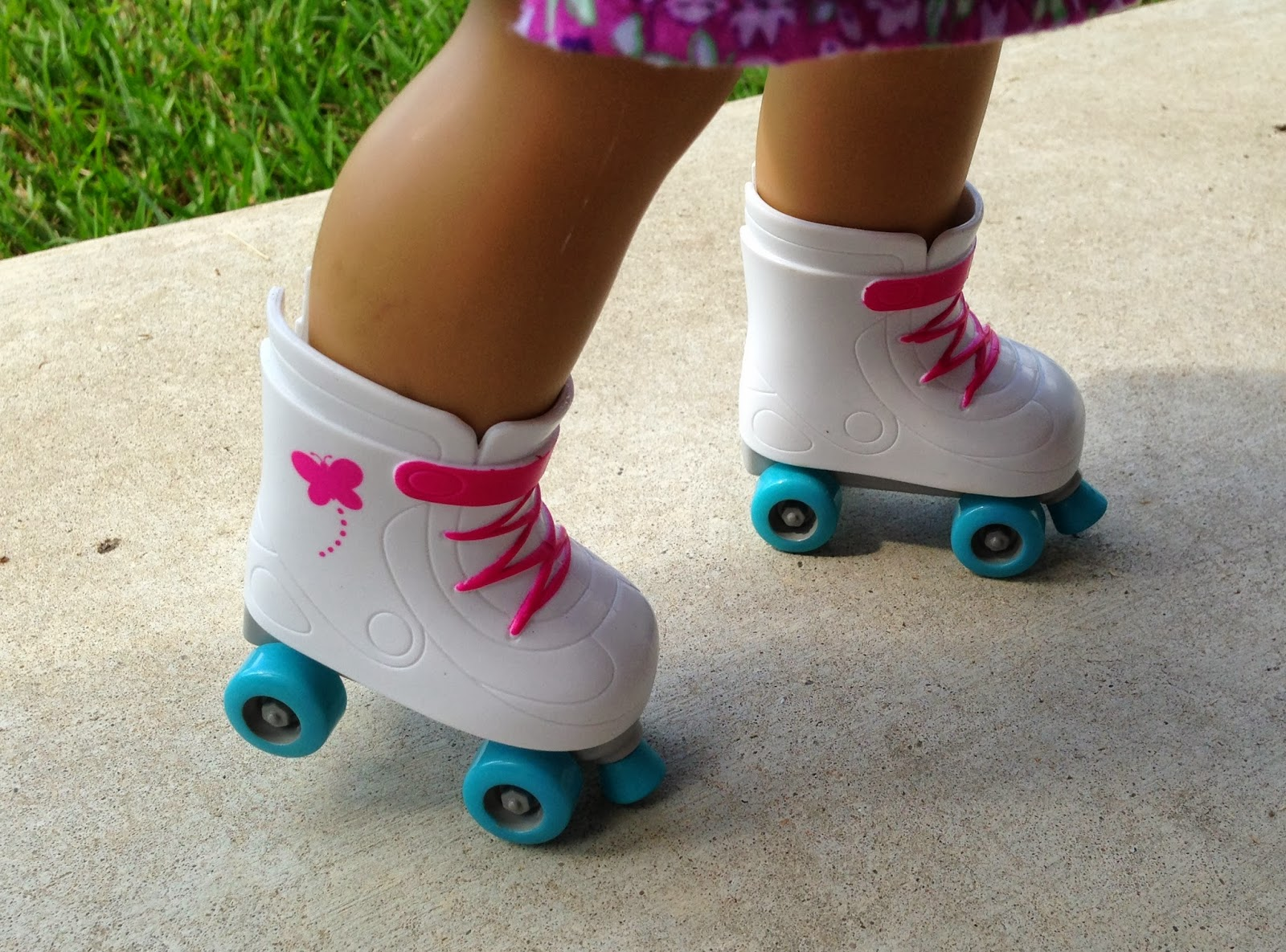 Roller skate shoes walmart - I Thought This My Life As A Hairstylist Doll Was Pretty Adorable She Is A Lovely Asian Doll With Beautiful Teal Green Eyes She Has Shiny Black Hair