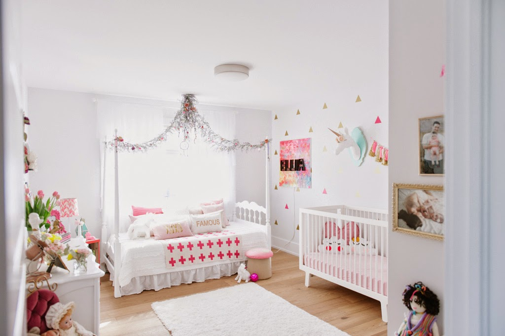 Ellia 39 s big girl room glitter the girls for Chambre licorne