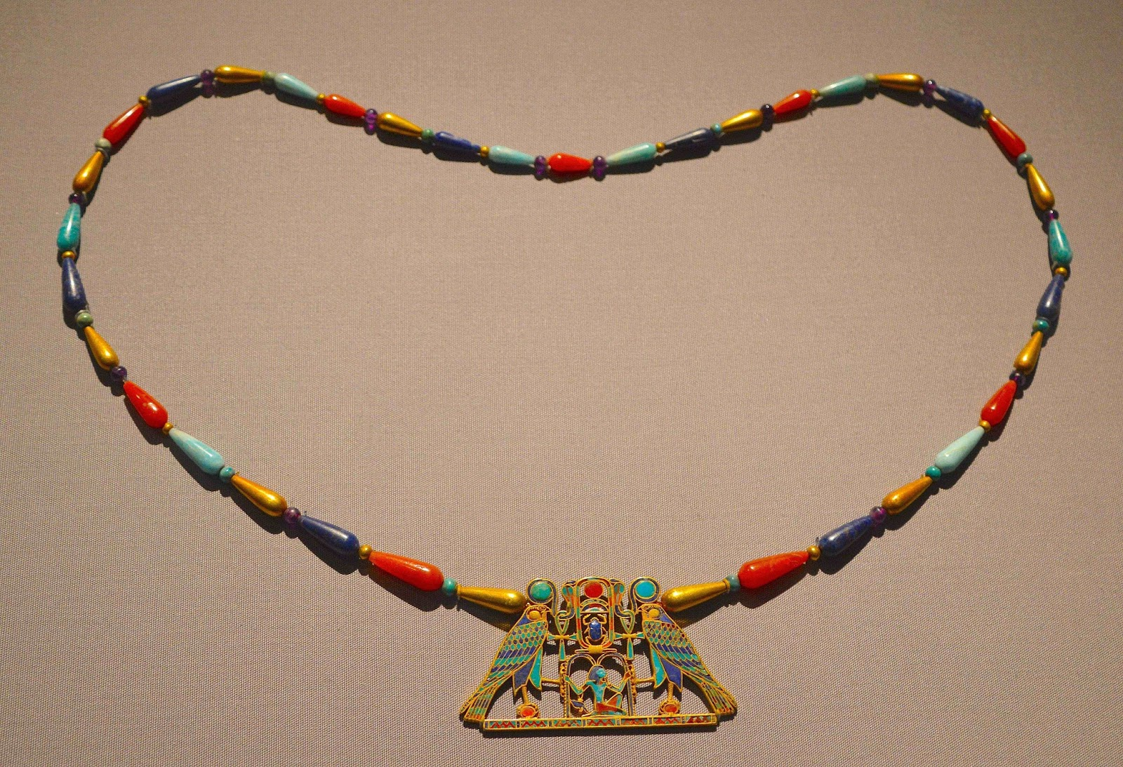 Exhibition Shell Necklace : Artsnfood met museum s ancient egypt the middle kingdom