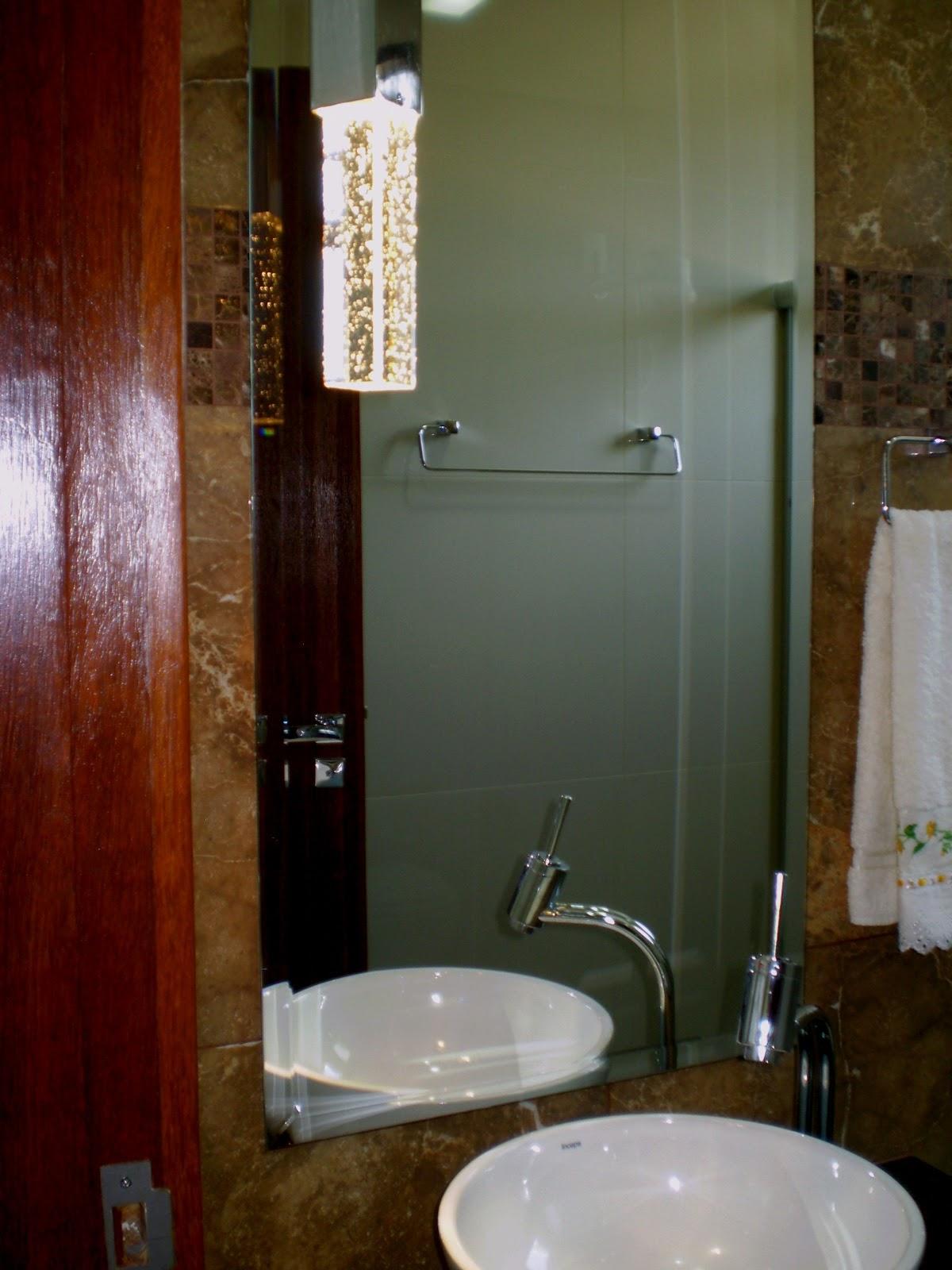 Coloquei o espelho a 15 cm da bancada mesma altura da cuba. #66341B 1200x1600 Bancada Para Banheiro Altura Ideal
