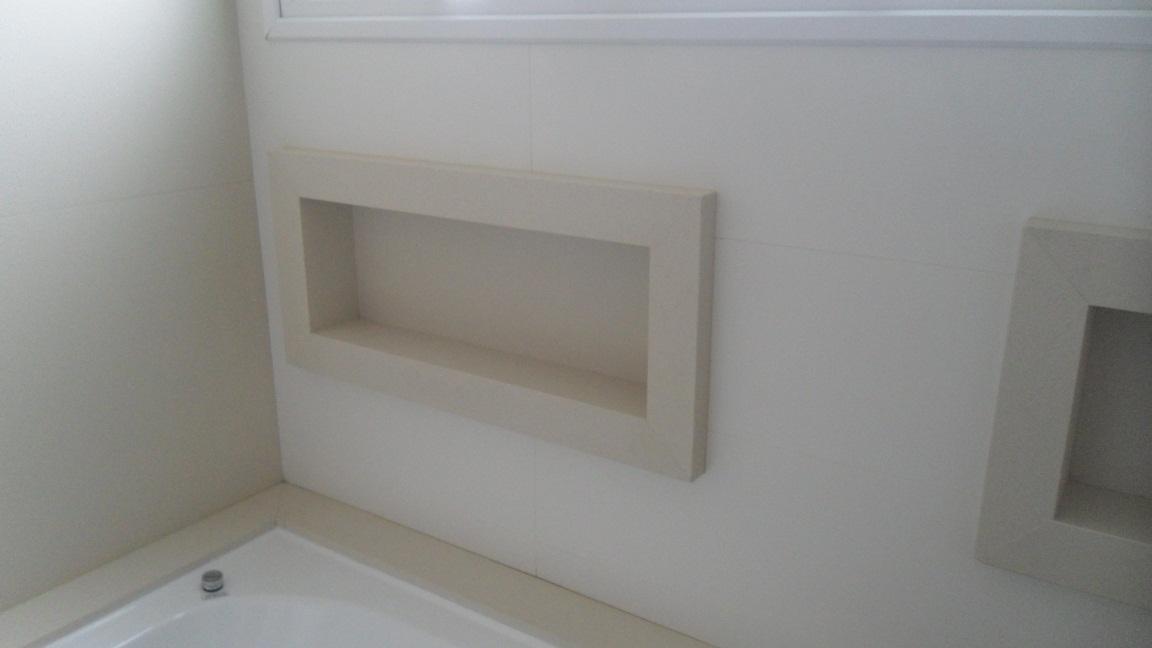 Bel Taglio , cortes especiais em porcelanato Banheiro com nichos em meia es -> Nicho Banheiro Em Porcelanato