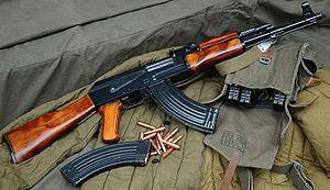 [Imagem: AK-47%252C%2Bwith%2Bmagazines%2Band%2Blo...rounds.jpg]