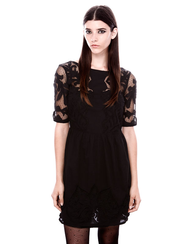 transparan yaka ve kol detalı siyah kısa elbise, gece elbisesi