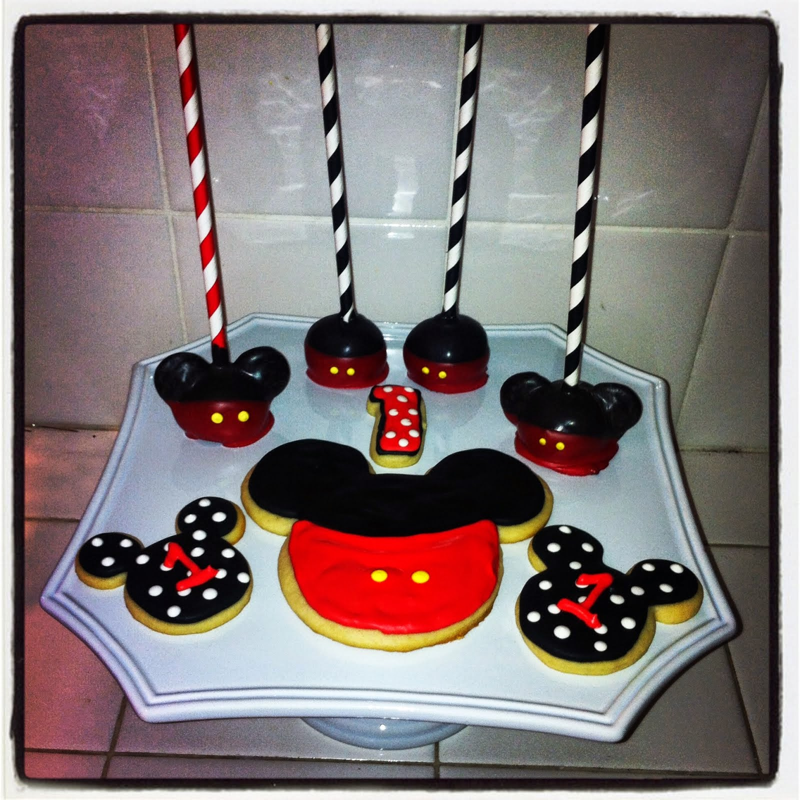 MICKEY MOUSE SUGAR COOKIES & CAKE POPS