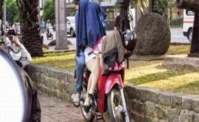 Pasangan Remaja Dicekup Ketika Sedang Bermesra Atas Motosikal , info, terkini, berita, sensasi,