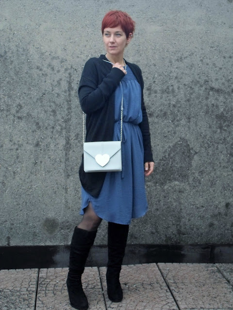 Autumn Outfit: Blue pleated dress, black fake suede boots, long black cardigan - Summer into Fall, A Dress Transitioned | Funky Jungle