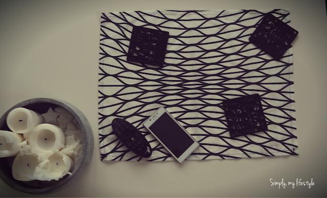 beton ozdoby stołu czarno białe świeczki