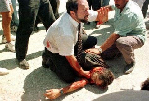 Έλα πίσω θα σε σκοτώσουν ρε μ@λ@κ@!!! Διαβάστε τη ΣΥΓΚΛΟΝΙΣΤΙΚΗ συνέντευξη του ανθρώπου που τράβηξε live τη δολοφονία του Σολωμού!!!